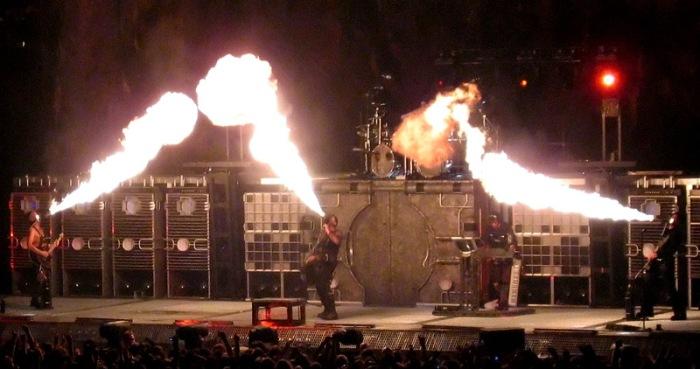 Rammstein-flamethrowers